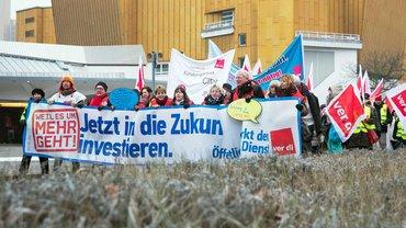 Jetzt in die Zukunft investieren! Demonstration in Berlin