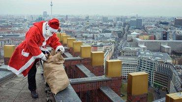 Saisonbedingt schwer beschäftigt: der Weihnachtsmann