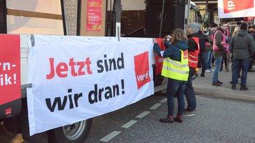 Impressionen vom Warnstreik der Bezirksämter am 18.02.19 in Hamburg